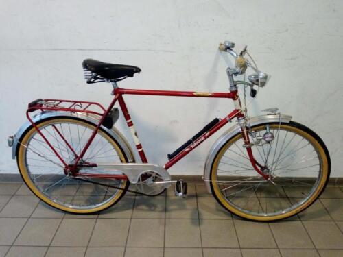 390 € Rabeneick, rot